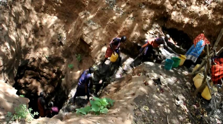 -Wasserkette- bei einem selbstgegrabenem Loch